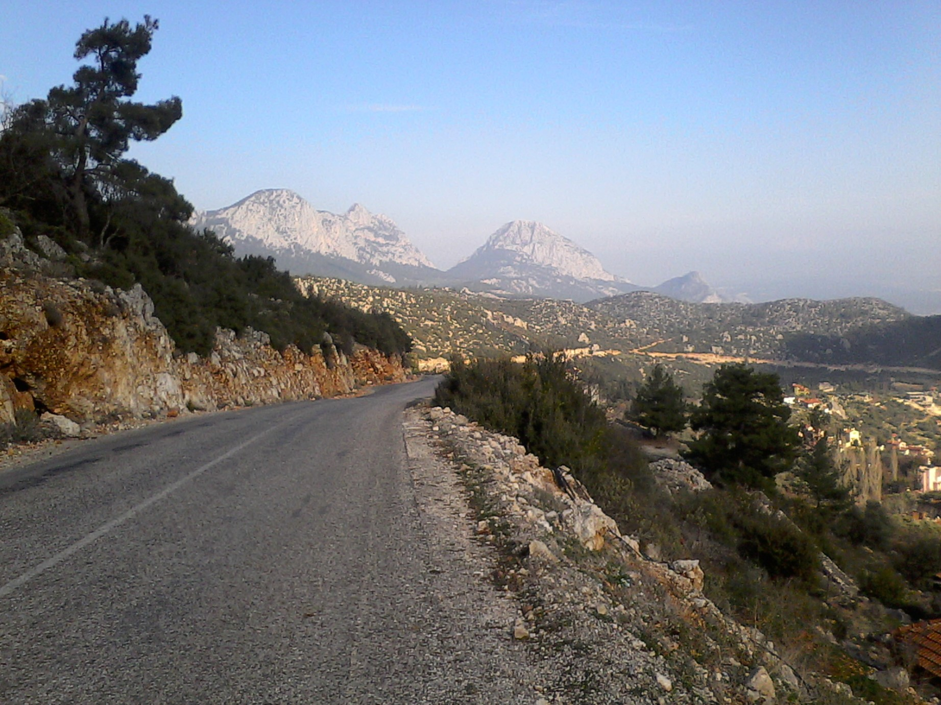 Alergare in Antalya, niste munti spre partea de S