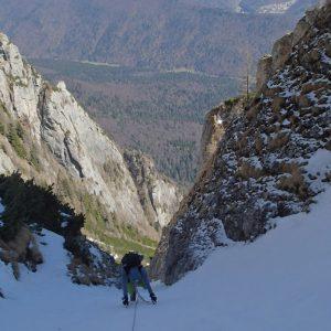 Valea seaca a Caraimanului prin hornuri, pe vale, in sus