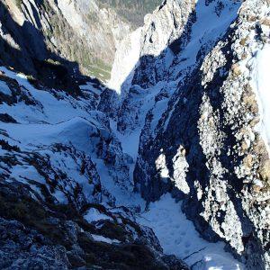 Valea seaca a Caraimanului prin hornuri, iesirea din vale vazuta de pe platou