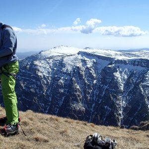 Valea seaca a Caraimanului prin hornuri, Croco mirat de cat de incurcata e coarda :)