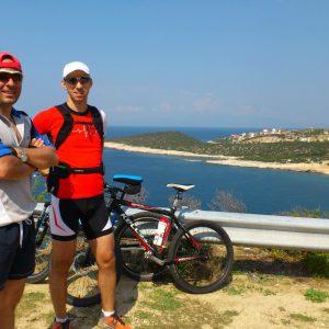 MTB si curisera in Thasos, undeva pe coasta de Vest