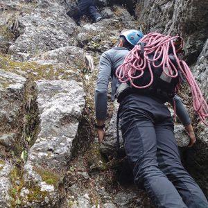 Valea seaca a Caraimanului, de vara, prin hornuri - o prima saritoare mai problematica