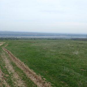 Alergare prin muntii Vrancei, la urcare vedere spre vale (raul Putna pe fundal)