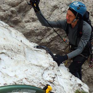 Canionul Cioranga, Croco lucrand la pioleti