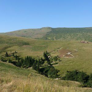 Cu MTB-ul pe traseul de ultramaraton Ciucas, stane pe fundal