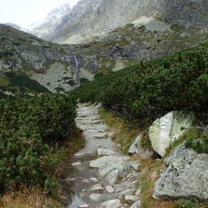 Alergare prin muntii Tatra, poteca pe langa hotelul Sliezsky Dom