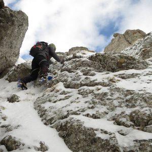 Valea Colţilor de iarnă, urcarea strunga Galbinele