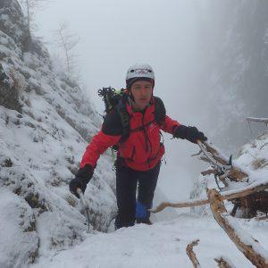 Valea Colţilor de iarnă, Alin pe la primele saritori de pe vale