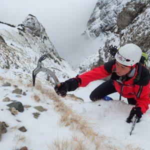 Valea Colţilor de iarnă, urcarea in strunga Galbinele