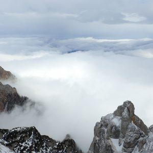 Valea Colţilor de iarnă, vedere spre Valea Malinului aflata in ceata