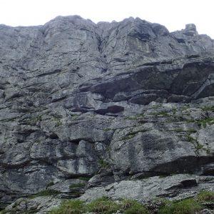 Hornul Coamei si brana Aeriana, traseul nostru cred ca este fisura din partea centrala a peretelui