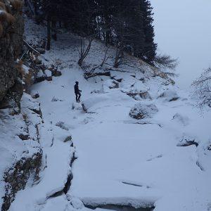 Escaladă pe gheaţă la Vânturiş, pe terasa dintre cele 2 cascade
