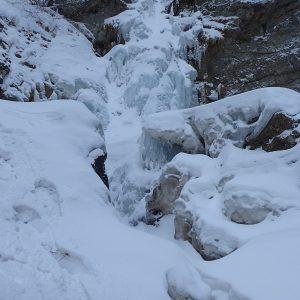 Escaladă pe gheaţă la Vânturiş, cascada mica