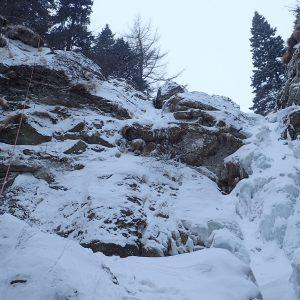 Escaladă pe gheaţă la Vânturiş, cascada mica si rapelul pe care l-am facut pe langa ea