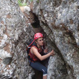 Căţărătură pe Valea Seacă dintre Clăi, iesirea din prima saritoare cu fereastra
