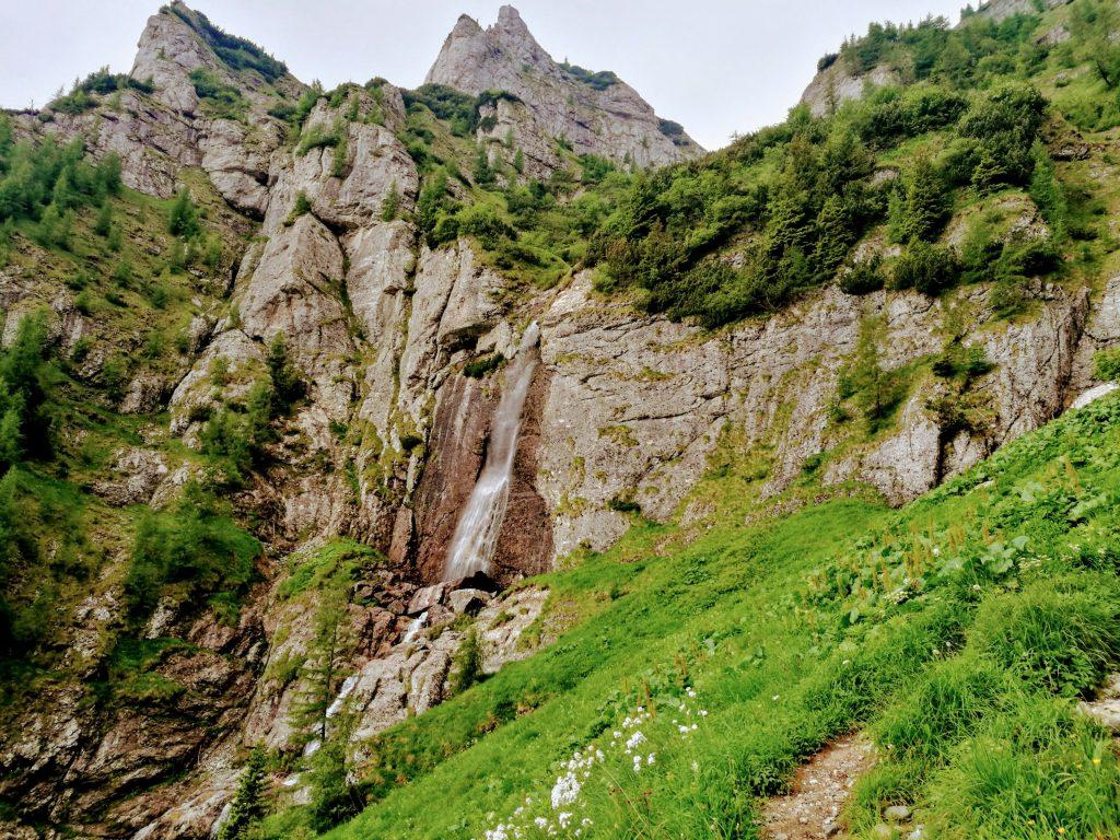 Cascada de pe Jepii Mici