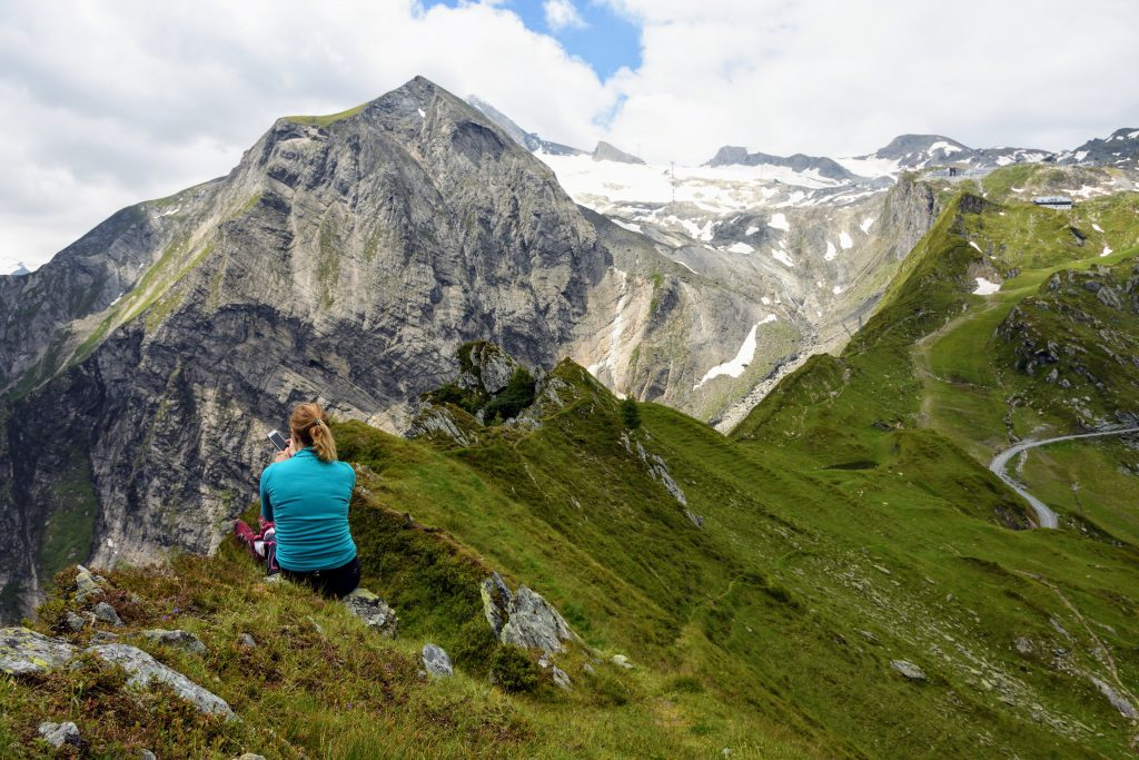 Ioana admirand peisajul pe urcarea spre vf. Baisstein