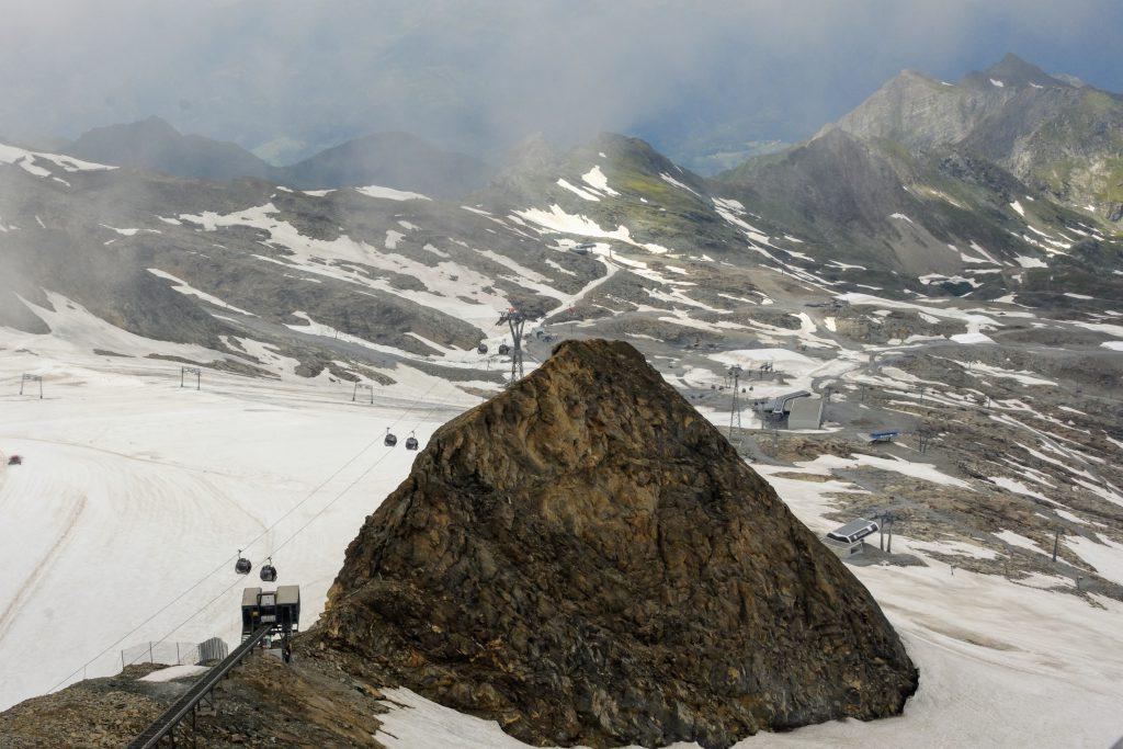 Partii de schi vazute de pe platforma Kitzsteinhorn (3000m)