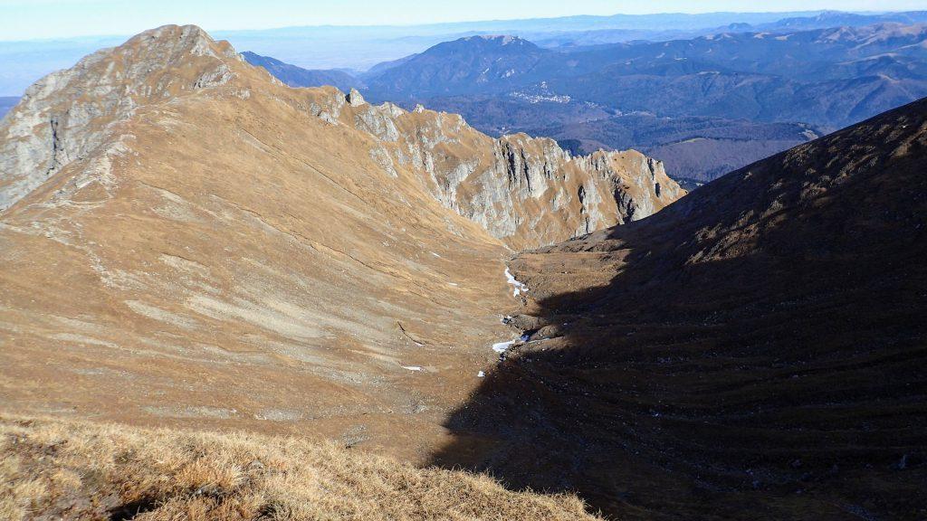 Caldarea glaciara de la intrarea in Valea Morarului