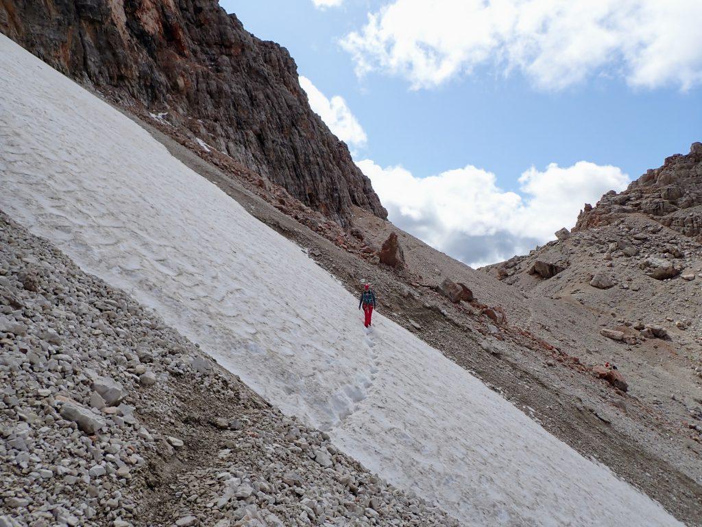 Limba de zapada pe poteca spre intrarea in traseu