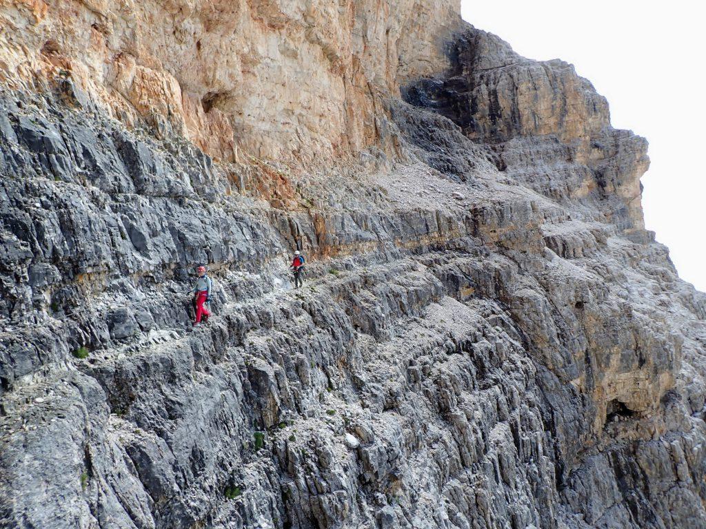 Una din numeroasele traversari ce caracterizeaza traseul