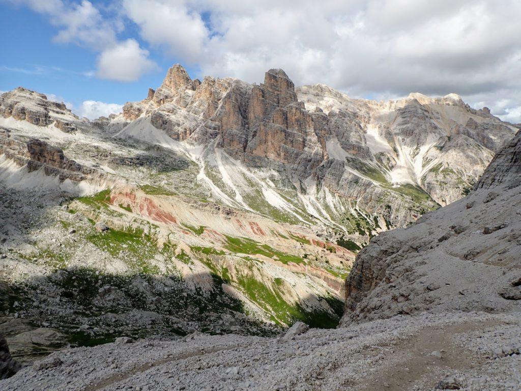 Pe fundal, varful Cima Fanis Sud (2980m)