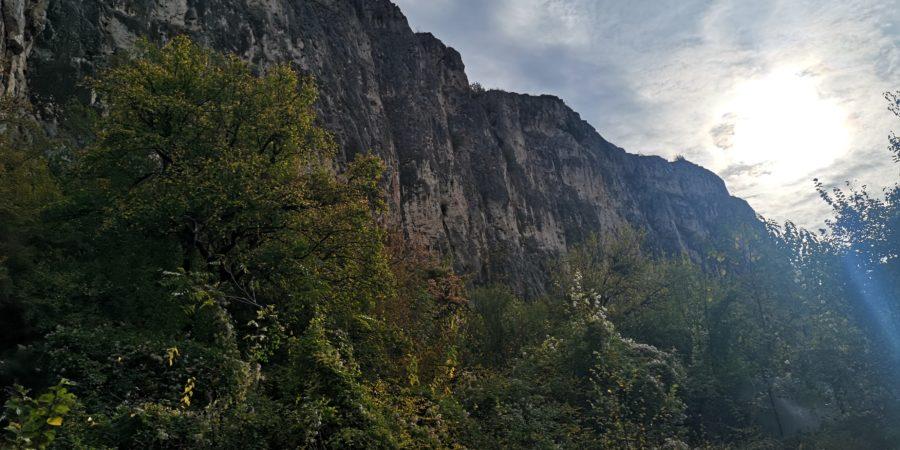 Vedere spre sectoarele din zona manastirii