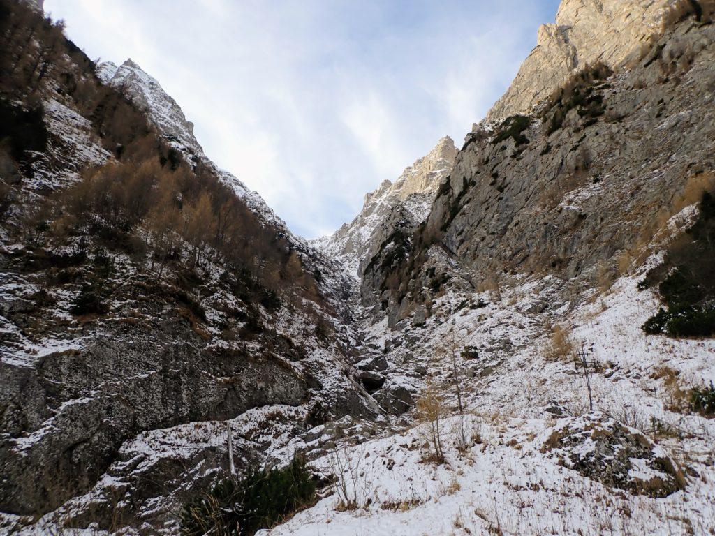 Valea Alba cam fara zapada pe ea