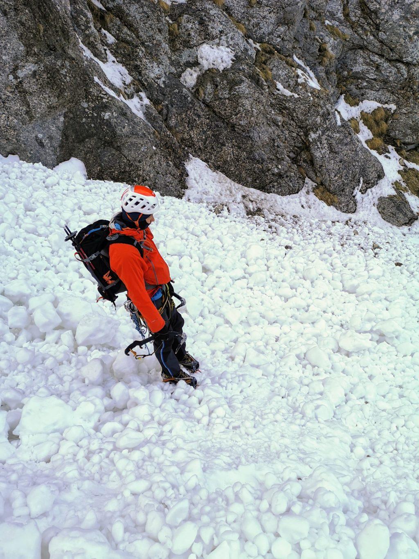 La coborare pe Valea Alba in zona avalansa