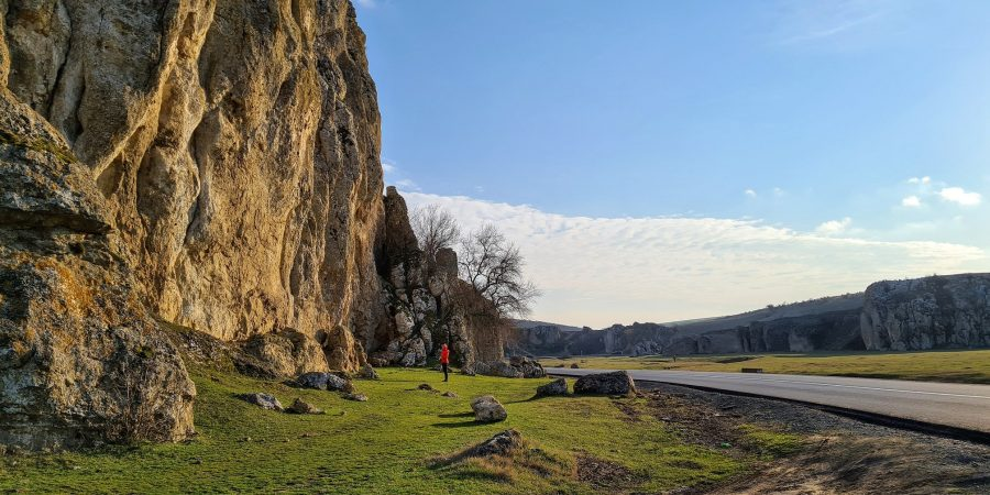 Cheile Dobrogei, pe langa traseul Hornul Galben