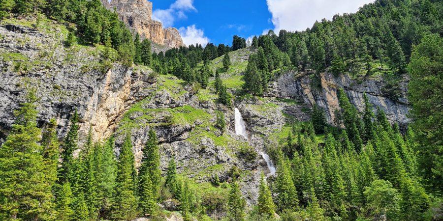 Cascada din dreapta sectorului Placca